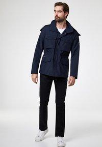 Pierre Cardin - PIERRE CARDIN MODERN FIT JEANS VOYAGE LYON - Straight leg jeans - black - 1