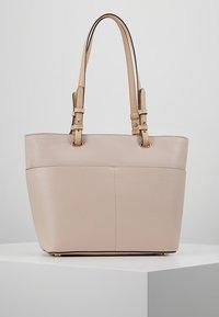 MICHAEL Michael Kors - BEDFORD POCKET TOTE - Handbag - soft pink - 2