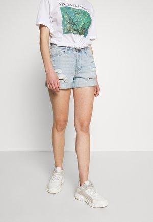 UHR MOM DESTROY ROLL - Denim shorts - denim