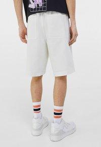 Bershka - Shorts - stone - 2