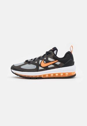 AIR MAX GENOME UNISEX - Sneakers basse - black/total orange/grey fog/white
