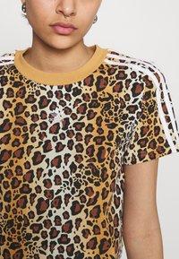 adidas Originals - LEOPARD CROPPED TEE - T-shirts print - multco/mesa - 4