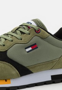 Tommy Jeans - RETRO RUNNER MIX - Sneakers basse - clean green - 5