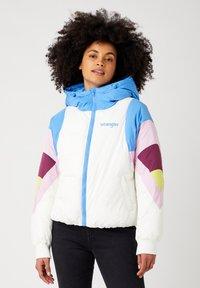 Wrangler - RAINBOW PUFFER - Winter jacket - worn white - 0