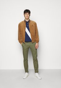 Polo Ralph Lauren - BEDFORD PANT - Chinos - army olive - 1