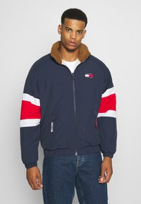 Tommy Jeans - REVERSIBLE RETRO JACKET - Veste mi-saison - light silt/multi - 3
