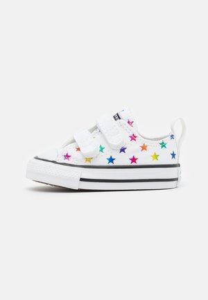 CHUCK TAYLOR ALL ARCHIVE FOIL STAR PRINT UNISEX - Sneakers laag - white/black