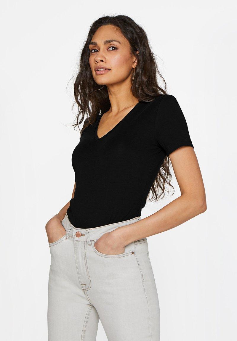 WE Fashion - Basic T-shirt - black