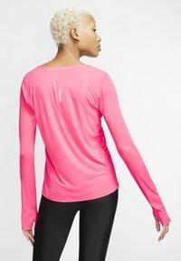 Nike Performance - CITY SLEEK - Camiseta de deporte - digital pink - 2