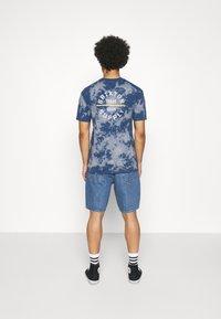 Levi's® - 469 LOOSE  - Denim shorts - blue denim - 2