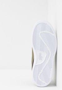 Puma - SMASH BUCK - Sneakers basse - black/burnt olive/white - 5