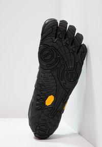Vibram Fivefingers - V-TRAIN - Sports shoes - black out - 4