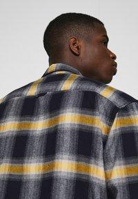 Jack & Jones - JCOOTTOWA WORKER - Shirt - navy blazer - 4
