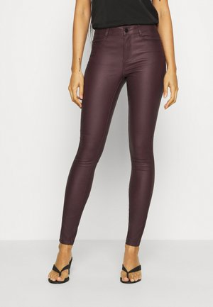VICOMMIT COATED NEW PANT - Jeans Skinny Fit - winetasting