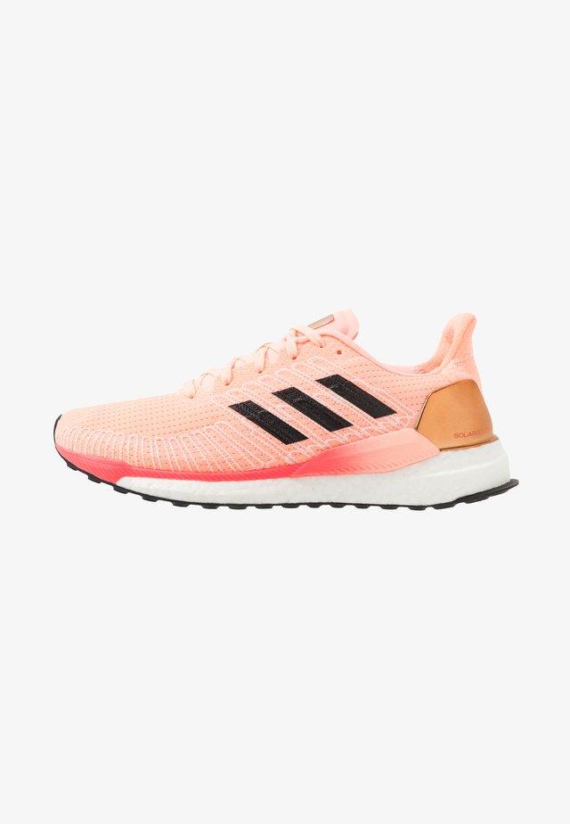 SOLAR BOOST 19 - Chaussures de running neutres - light fluo orange/core black/signal pink