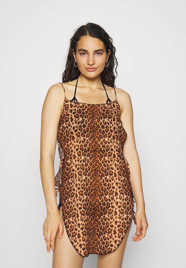 KITTIE COVER UP DRESS LEOPARD - Beach accessory - ochre/black