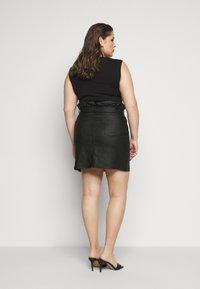 Missguided Plus - COATED PAPERBAG WAIST SKIRT - Mini skirt - black - 2