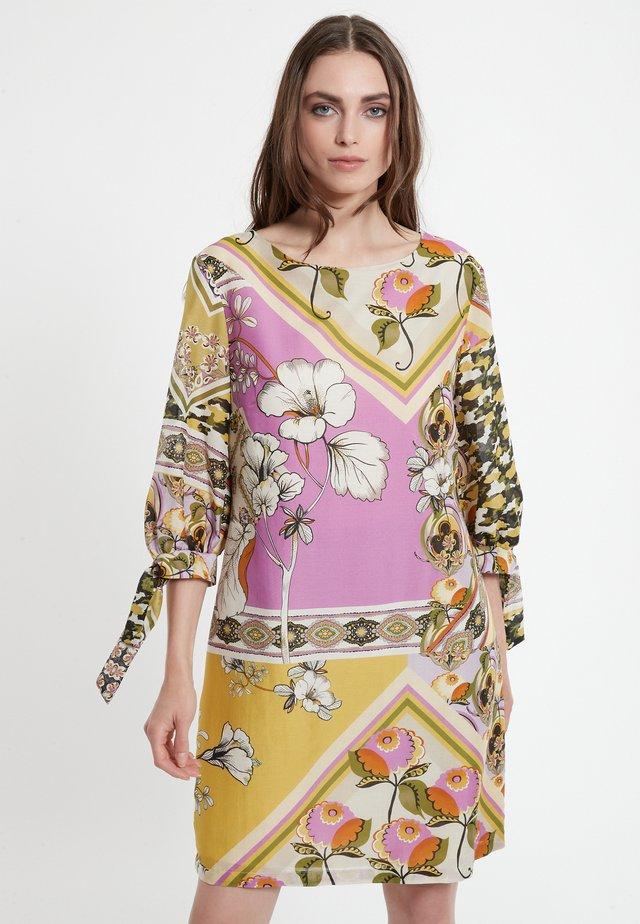 Korte jurk - mehrfarbig
