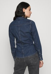 Wrangler - SLIM WESTERN SHIRT - Overhemdblouse - mid indigo - 2