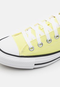 Converse - CHUCK TAYLOR ALL STAR SEASONAL COLOR UNISEX - Trainers - zitron - 5