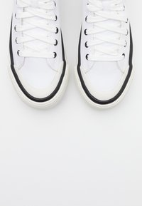 Diesel - ASTICO S-ASTICO MC WEDGE SNEAKERS - High-top trainers - white - 5