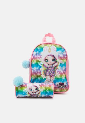 BACKPACK AND PENCIL CASE NA!NA!NA! SURPRISE RAINBOW UNISEX - Koulusetti - pink