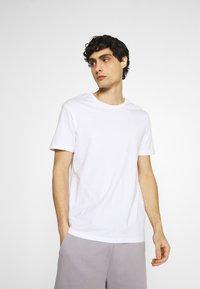 Pier One - 5 PACK - T-shirt basic - dark grey/light grey/black - 3