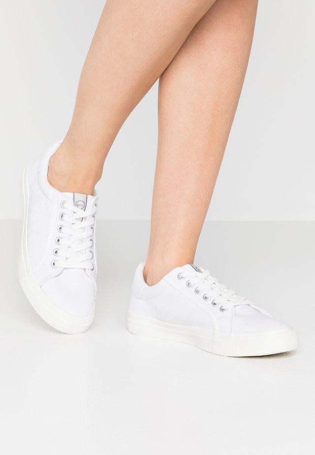 LACE UP - Tenisky - white