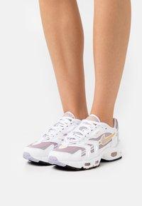 Nike Sportswear - AIR MAX 96 - Baskets basses - white/purple dawn/plum fog/pink glaze/pollen/black - 0