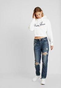 American Eagle - MEDIUM DESTROY TOMGIRL - Jeans slim fit - vintage star - 1