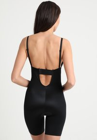 Spanx - SUIT YOUR FANCY PLUNGE LOW BACK MID TIGH  - Body - very black - 3