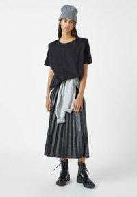 PULL&BEAR - Basic T-shirt - mottled black - 1