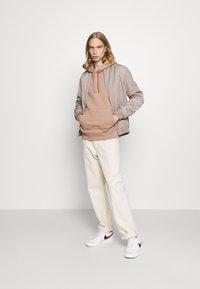Nike Sportswear - CLUB HOODIE - Felpa - desert dust - 1