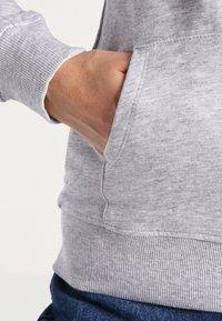 Zalando Essentials - Zip-up hoodie - light grey - 3
