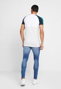 Gym King - SALVATION PAINT SPLATTER - Jeans Skinny Fit - mid blue - 2