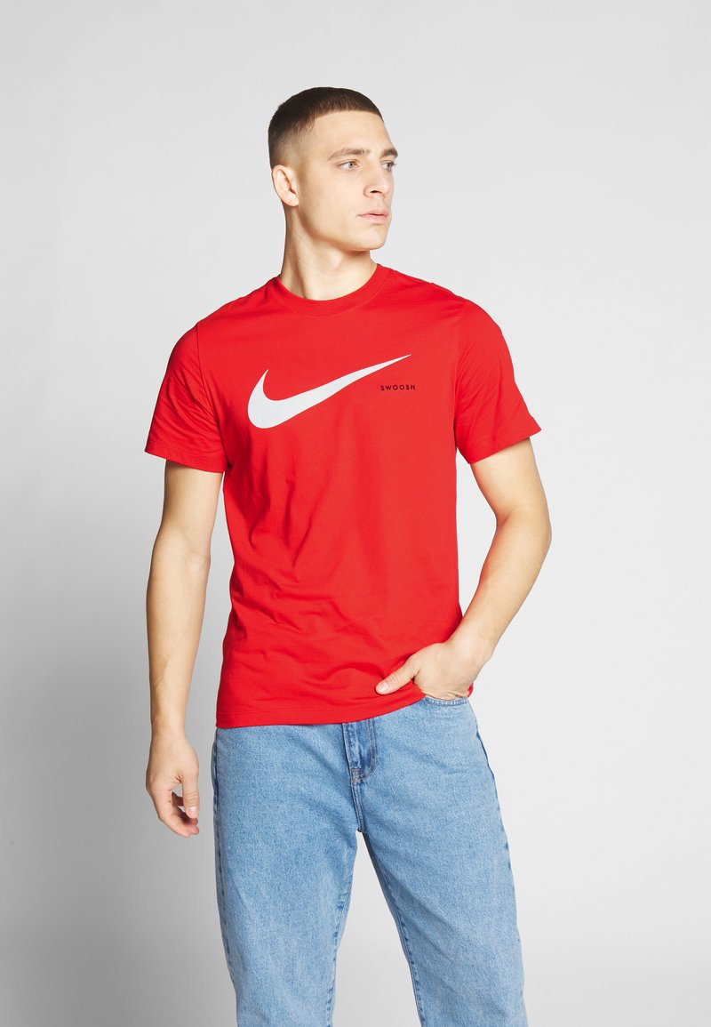 Nike Sportswear - Camiseta estampada - university red/white