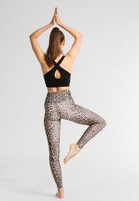 Onzie - HIGH RISE LEGGING - Legging - leopard - 2