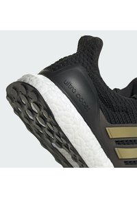 adidas Performance - ULTRABOOST 4.0 DNA UNISEX - Trainers - cblack/goldmt/ftwwht - 10