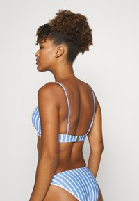 Tommy Hilfiger - STRIPES FIXED TRIANGLE - Bikini top - blue - 2