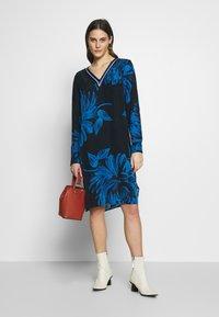 Expresso - BIBIAN - Sukienka letnia - dunkelblau - 1