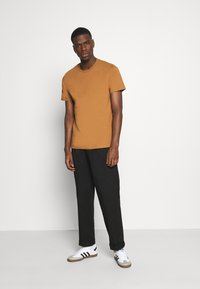 Burton Menswear London - 3 PACK - Basic T-shirt - khaki - 0