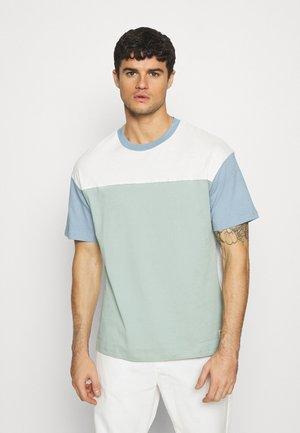 JORCONTRAST - T-shirt imprimé - green milieu