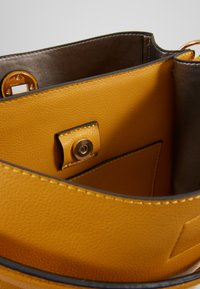 L. CREDI - DIDO - Handbag - gelb - 4