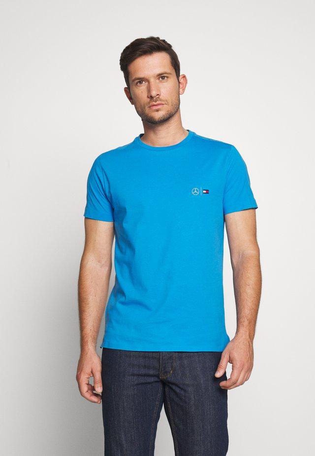 TOMMY X MERCEDES-BENZ - T-shirt basic - blue
