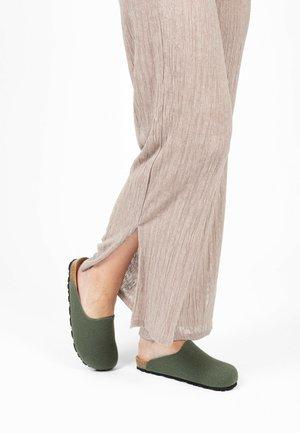 MALO - Pantoffels - khaki