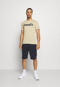 Reebok - READ TEE - T-shirts print - beige - 1