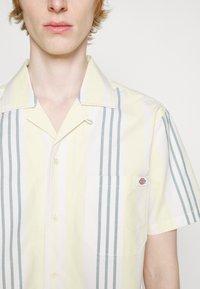 Dickies - GROVE CITY SHIRT - Shirt - mellow green - 5