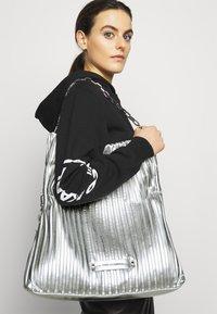 KARL LAGERFELD - KUSHION FOLDED TOTE - Tote bag - silver - 1