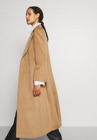 MAX&Co. - LONGRUN - Klasický kabát - camel - 4