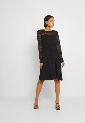 VIURIS LACE DRESS - Hverdagskjoler - black